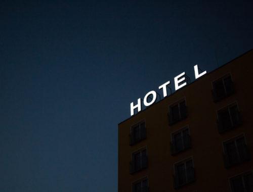 Scegliere l'albergo in vacanza.