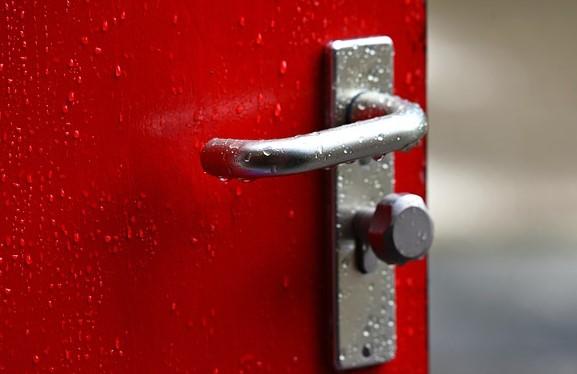 porta interna chiusa a chiave