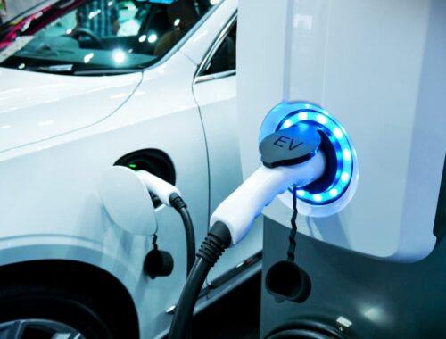 Energia-luce per l'auto elettrica: scoprine le curiosità in questo articolo