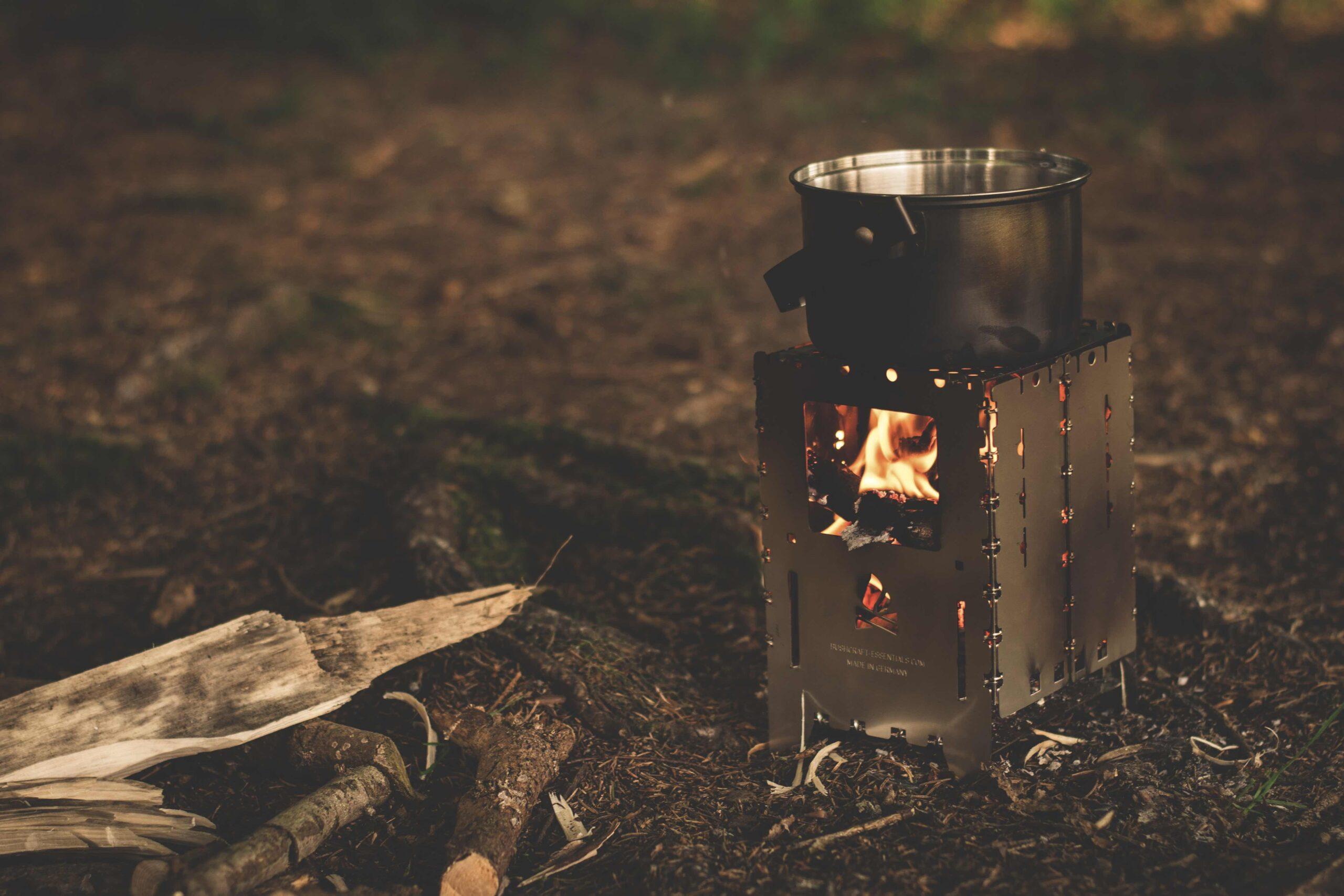 Pentola sul fuoco in campeggio